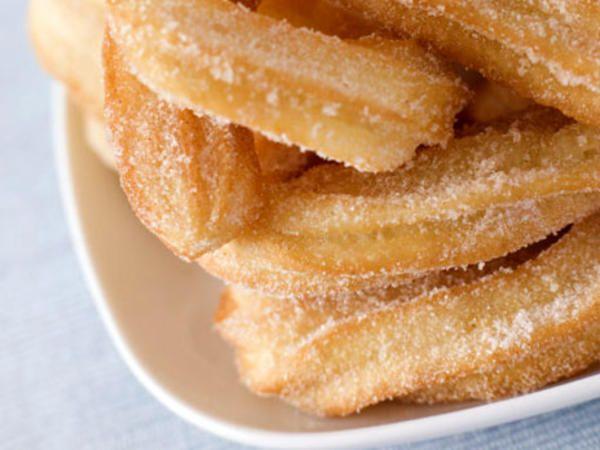 En churro eller churros är ett spanskt, friterat bakverk som påminner om munkar eller dough nuts. I Spanien serveras churros vanligen med varm chokladsås eller fyllda med chokladkräm, vaniljkräm ellerdulce de leche(kolasås på kondenserad mjölk).