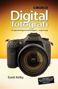 Digitalfoto  Scott KelbyHär har vi den  den bäst säljande boken om digitalfotografi någonsin! Den prisvinnande och världskända fullträffen som har översatts till mängder av olika språk, helt enkelt därför att det här är boken som tydligt visar hur man får bilder med professionell kvalitet genom att använda samma metoder som dagens toppfotografer använder. Och det är enklare än du tror.Så här beskriver Scott vad han vill åstadkomma med boken: Om du och jag är ute och fotograferar och du…