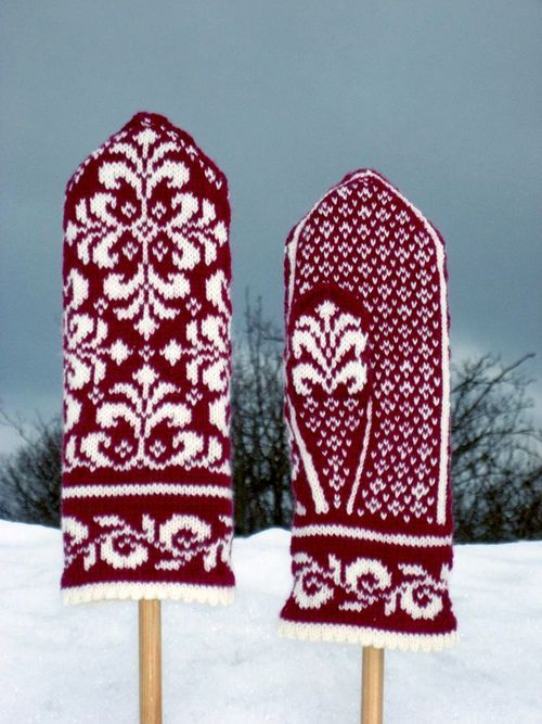 Free Norwegian Mitten Patterns | Swedish Selbu mittens.