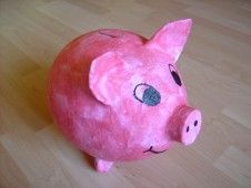 (german) Tutorial for a piggybank made of a balloon, papier mâché and glue