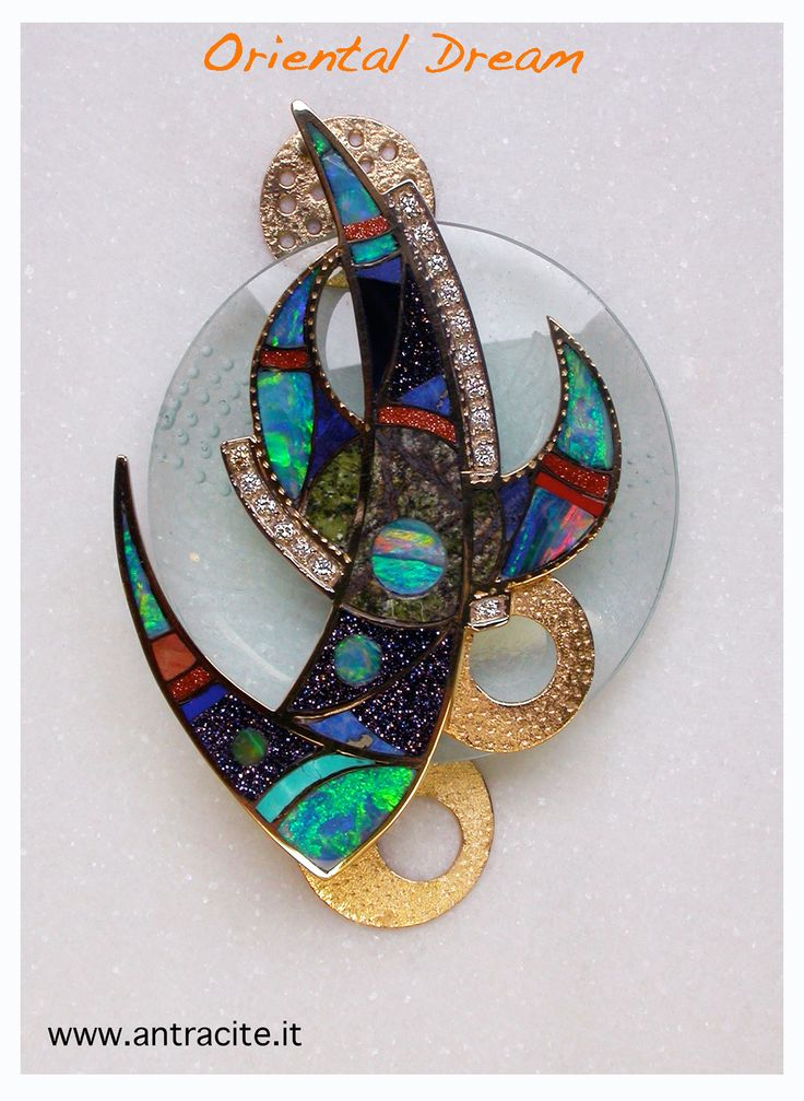 Jungfrau - pendant in yellow gold 750/1000, inlay of opals, engraved cristall and diamonds