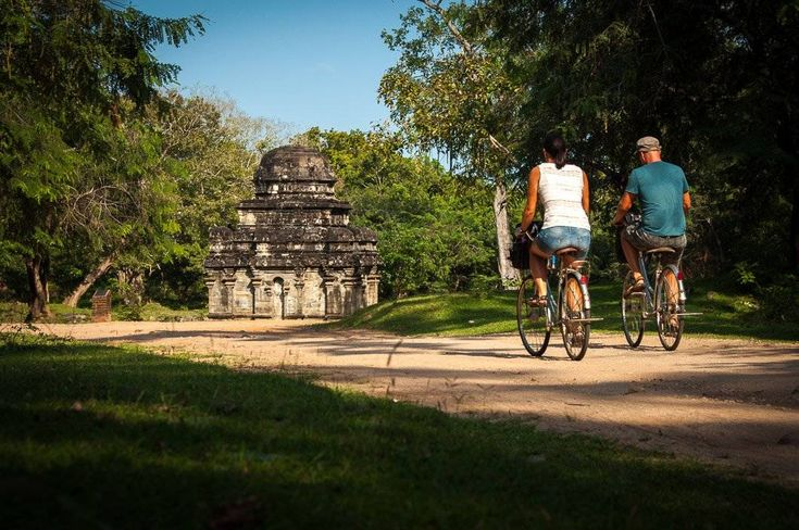 We bicycled around the ancient city Polonnaruwa, Sri Lanka. A beautiful trip through the ruins, temples and history of the ancient kingdom of Sri Lanka!