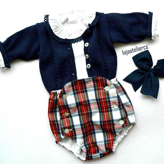 0/3 M ☺#babyclothing #babyclothes #babyknitwear #instaknitters #handmade #plaid #christmasoutfits #cutebabies #makersgonnamake #abmlifeisweet #babybloomers #bottoms #babyspam #bows #hairacessories
