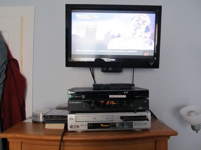 This is the TV I have in my bedroom. Everything I have hooked up is my DVD recorder, cable box, and VCR. Sadly, the DVD drive in the VCR was busted. On occasions, I often hook up my PS2 or PS3.          Broken TV