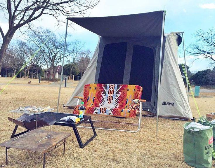 おニューのテント‼️ コディアックキャンバス、初張りです♪ このテントで過ごすのも、めちゃめちゃ楽しみにしてた(≧∀≦) ガレージパーティ買った時に、もうテントは当分買ったらダメ!って言ってたけど… このテントの実物見た時、いいねいいね~ってなり購入決定(笑)  やっぱり買って良かった(≧∇≦) 見た目より中は広い~ 2人寝る場所とテーブルにストーブ置いたお座敷スタイルでも、快適に過ごせる✨  この日は、ガレージパーティも持って来てたけど…風もあるし雪もチラチラ降ってるってことで最小限。  #おnew #テント #コディアック #コディアックキャンバス #codiak #canvas #個人輸入 #初張り #ガレージパーティ #お座敷スタイル #最小限 #赤穂海浜公園オートキャンプ場 #キャンプ #camp #camping #outdoor #アウトドア #外遊び #冬キャンプ #冬キャン #牡蠣キャンプ #鎌倉水産 #焼き牡蠣