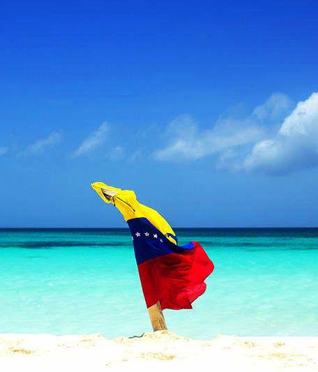 Cayo de Agua es el nombre de una isla del Archipiélago Los Roques. El nombre de este cayo tiene su origen en el hecho de tener pozos de agua dulce dentro del   lugar. Venezuela