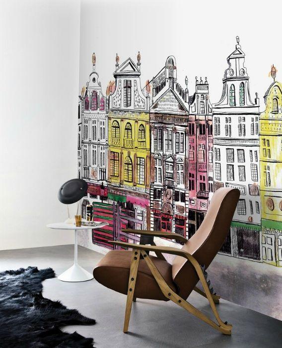 Комната с интересным рисунком на стене.