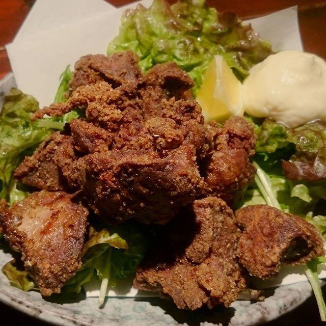レバーの唐揚げです!☺ 鶏レバーを自家製の香辛料をきかせたスパイシーな唐揚げ粉で揚げています!🙌💮 レバーが苦手な人でも食べれちゃう味付けになっていると思います!🙆🍺 レバーは栄養豊富ですし、 貧血気味の人にもおすすめです!👦👩💮 #レバー#唐揚げ#鶏#鳥#chicken#肉#meat#スパイシー#black#pepper#hot#ちきんくれすと#ちきんくれすと手稲店#鳥あたま#鳥あたま本店#手稲#琴似#発寒#小樽#札幌#札幌グルメ#北海道#栄養#貧血#instagood#blood#monday#falcon#bitter#chocolate
