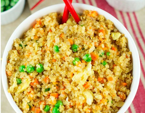 Versión del clásico arroz frito chino con quinoa. Receta tan deliciosa y satisfactoria como la original, pero más saludable con la adición de la quinoa repleta de proteínas, vitaminas y minerales. Fuente: Quinoa Recetas Listo en: 30 minutos Para: 4…Leer receta ›