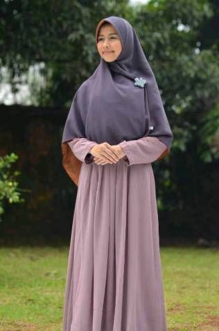 Berikut ini tips dan informasi tata cara berhijab yang benar bagi wanita muslimah.