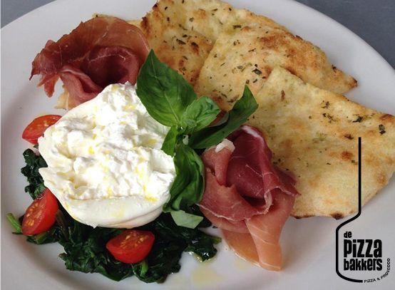 focaccia romana, burrata, tomatoes, spinaci, parmaham #depizzabakkers