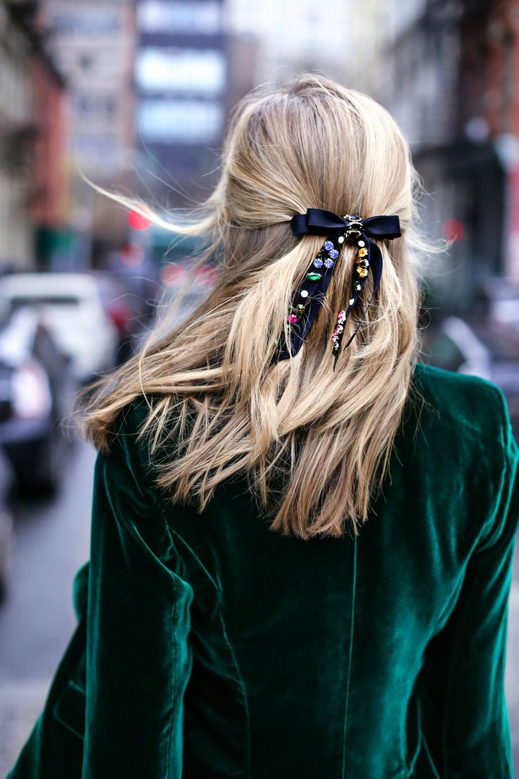 smythe-green-velvet-blazer-boyfriend-jeans-rhinestone-bow-barrette-casual-holiday-style10