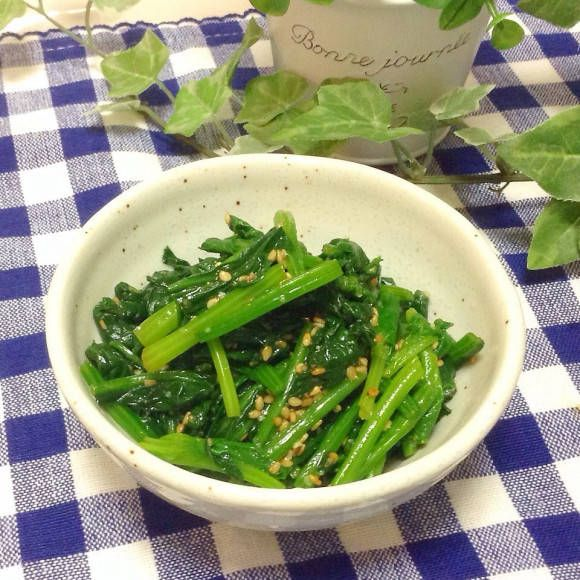韓国で定番の家庭料理「ナムル」。日本でも食べる機会の多いシンプルな料理ですが、作り方は知らない方もいらっしゃるでしょう。今回は、ナムルの作り方、味付けするときのポイントをご紹介します。栄養満点のナムルをマスターしてみませんか?