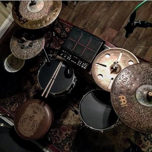 Epic pic with the Meinl's, the Evans ebony heads, rooster thone, Love Custom Drums, and E pad! Looks like a good time!!! Always love the kits you put together, Buddy! #Repost @lovecustomdrums ・・・ Diggin these Evans ebony hedz #drums #drums...