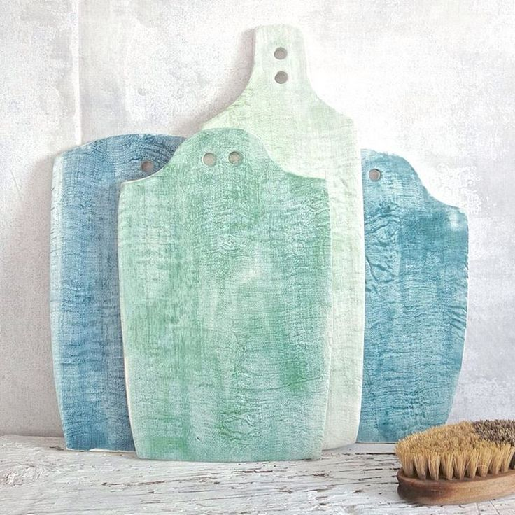 Inspired by vintage wood cutting boards, our ceramic cheese boards are texture-full. Perfect for a Mediterranean-inspired table 🍽
