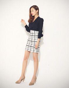 Today's Hot Pick :モダンチェックタイトミニスカート【BAGAZIMURI】 http://fashionstylep.com/SFSELFAA0023780/bagazimurijp/out モダンチェックタイトミニスカート。 大人っぽい印象の落ち着いたミニ丈スカートです。 モダンでシックなチェック柄がポイント! すとんと落ちるタイトスカートで女性らしい印象を与えます。 シンプルなシャツ、ブラウスはもちろんニットやTシャツとの好相性◎ 秋にぴったりのシックなアイテムです。 ◆3色:アイボリー/ベージュ/ブラック