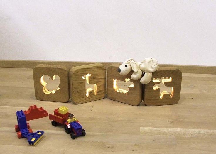 La veilleuse lumineuse pour vos enfants! A retrouver sur Cute.fr : http://www.cute.fr/veilleuse-enfant-en-chene-massif-blumen,fr,4,blumen-lampe-veilleuse.cfm