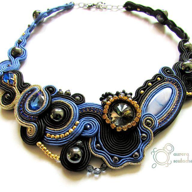 Nieodzownie jestem maniaczką symetrii w każdej dziedzinie, jednak czasami podkusi mnie zaprojektowanie czegoś wbrew swojej naturze. #soutache #sutasz #nacklace #naszyjnik #kolia #handmade #handicraft #rękodzieło #biżuteria #aurorasoutache #jewelry
