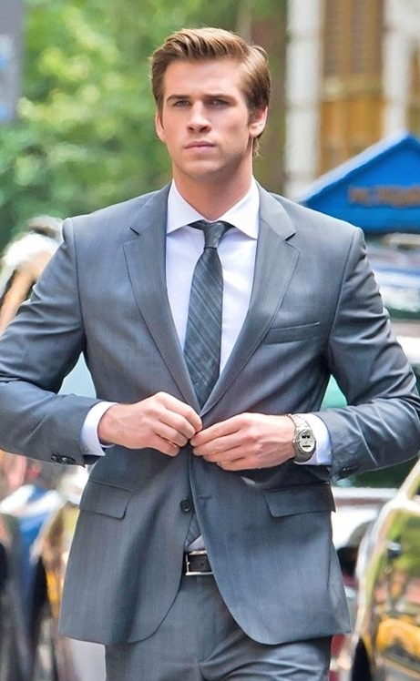 Liam Hemsworth suits up for his movie  Paranoia Liam Hemsworth Paranoia Suit