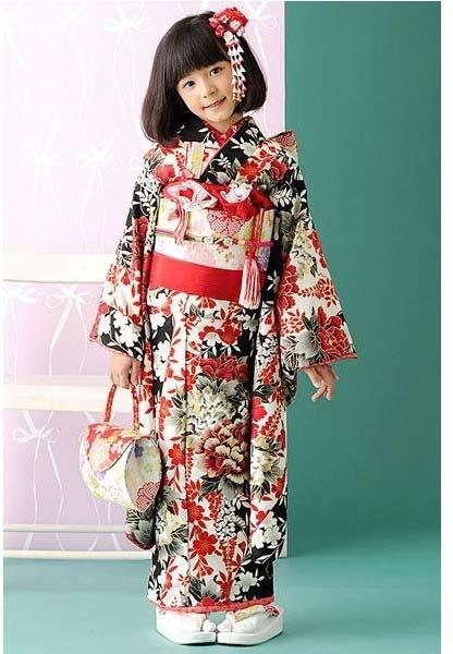shich-go-san ceremony girls kimono ✮✮ Please feel free to repin ♥ღ www.fashionandclothingblog.com