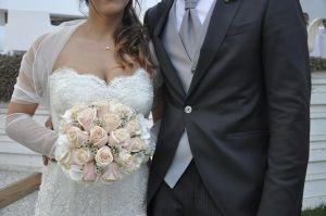 Matrimoni in spiaggia 2015. Bouquet di rose, rosa pallido