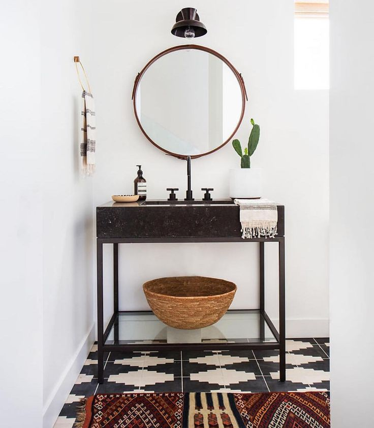 Bathroom vanity perfection via one of my trusty faves @amberinteriors to inspire your start to the week! ✔️