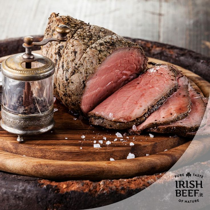 Avete voglia di replicare una ricetta gustosa e immortale? Provate il Roast Beef:  Ingredienti   Porzioni: 6    500g di sale marino  2kg di roast beef di manzo  1 cucchiaio di pepe nero in polvere  1 cucchiaio di sale fino   Preparazione  10minuti  ›  Cottura: 4 ore 30minuti  ›  Pronta in:4 ore 40minuti    Preriscaldare il forno a 110°C.  Coprire il fondo di una teglia con sale marino. Metterci sopra la carne con il lato con l'osso rivolto verso il basso. Condire la carne con pepe e sale e…
