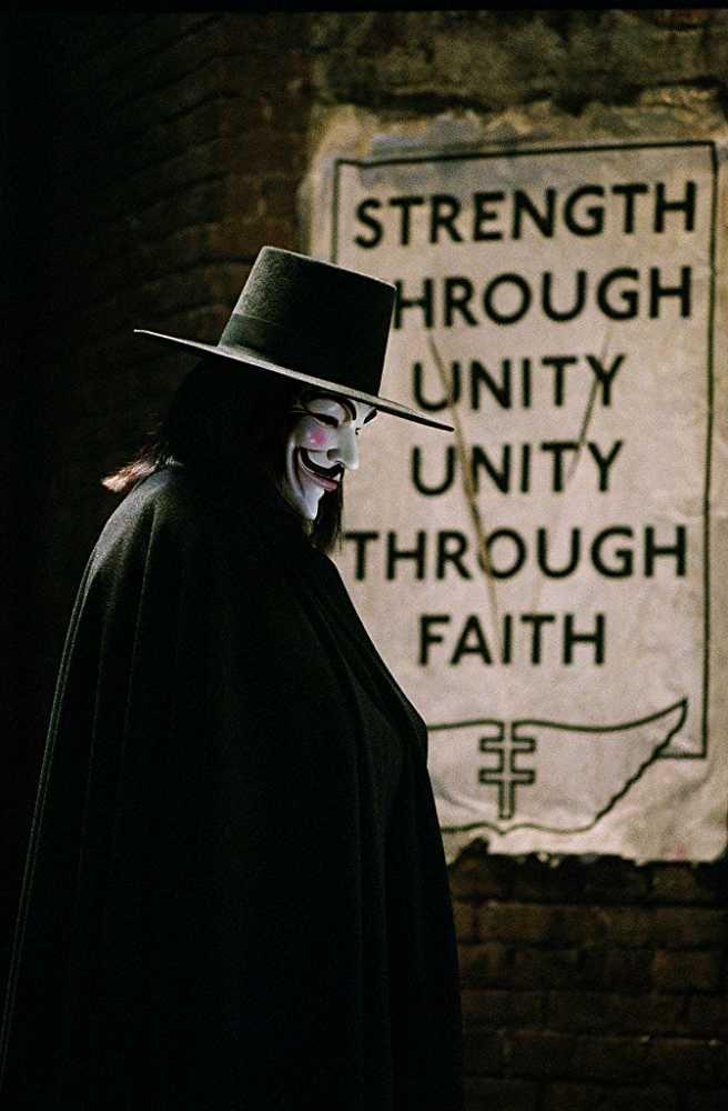 Hugo Weaving In V For Vendetta 2005 V For Vendetta
