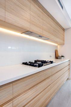 Amazing looking kitchen in polytec Natural Oak Ravine. http://www.polytec.com.au/colour/natural-oak/