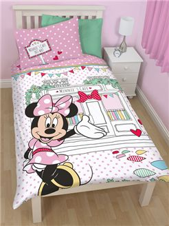 This Girls Reversible Pink Bedding Set From Our Own Range Features A Cute Minnie Mouse Character And Minnies Cafe Motif With Pretty Spotted