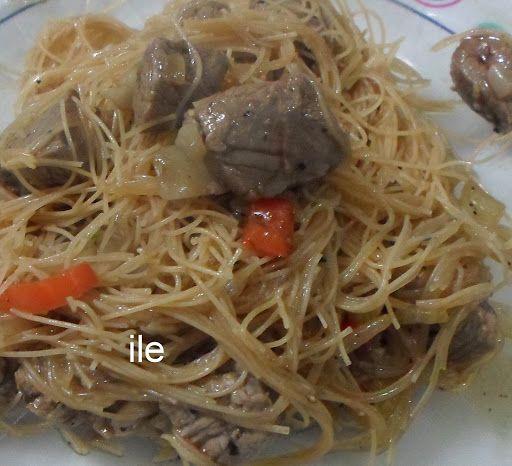 Carne salteada con fideos de arroz