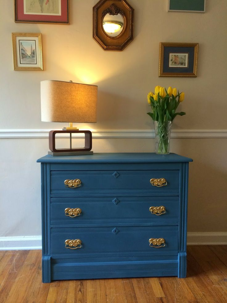 Ideas For Rooms With Aubusson Blue Furniture In