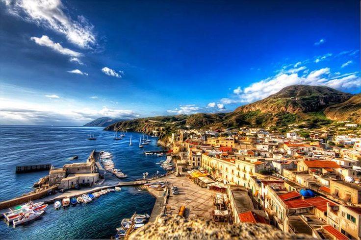| #Lipari | Marina Corta | Isole Eolie |  www.volamondo.it