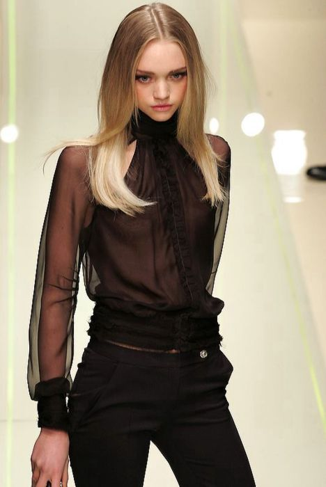 phreshouttarunway:  Gemma Ward for Versace F/W 2005