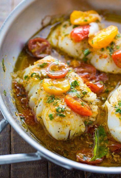 Pan-Seared Cod in der Weißwein-Tomaten-Basilikum-Soße