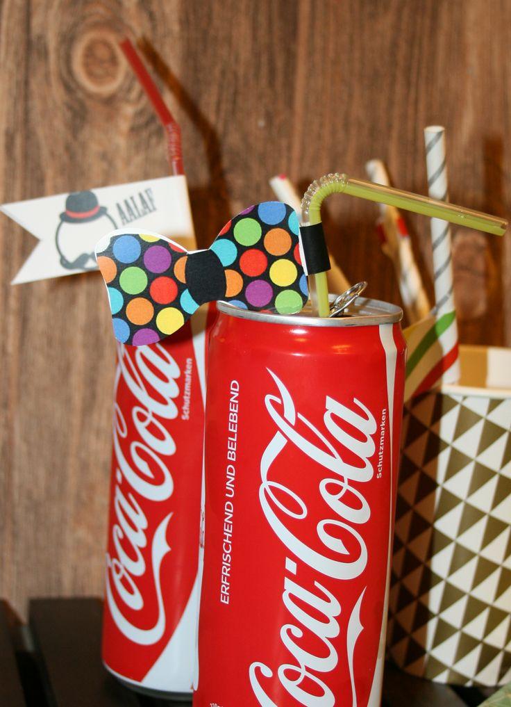 Bunte Party Flags zum kostenlos Downloaden und Dekorieren der Party-Drinks im Fasching