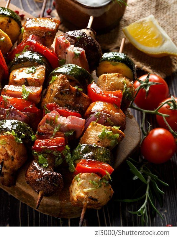 Schweineschaschlik mit Gemüse Schaschlik iz swininy s owoschjami - Шашлык из свинины с овощами - Russische Rezepte
