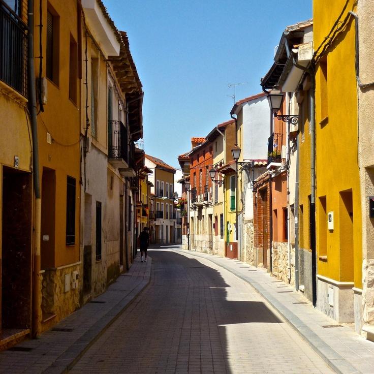 Peñafiel, uno de los pueblos más bonitos de España. Ven a verlo, o mejor: oírlo, el próximo 18 de mayo www.penafielmilenio2013.com