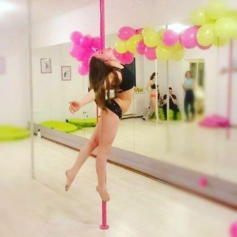 Udanego długiego weekendu ! ☀️😎😍 #poledance #poledancer #poletricks #poledancenation #poledancerofinstagram #titanic #progress #passion #instructor #polishgirl #pieknepoznaniankii #poznan #poznangirl #poznanmiastodoznan #polespot_poznan