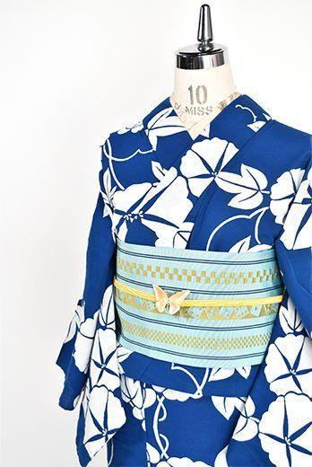 紺色に近い青の地に、清々しい白一色で染め出された朝顔の花が涼やかな詩情をさそう注染レトロ浴衣です。