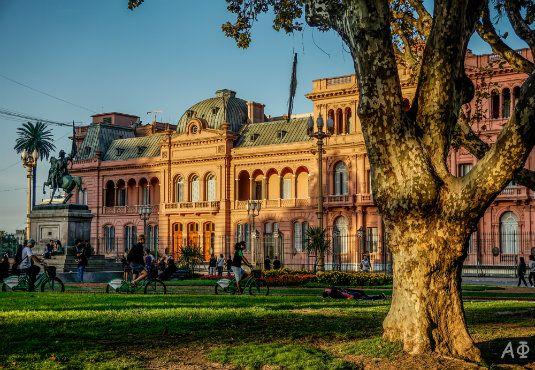 Στείλε μου κάτι από το Μπουένος Άιρες  ** Casa Rosada **   Από την Αλεξάνδρα Φεφοπούλου #buenosaires #travel #experience #photo http://fractalart.gr/bouenos-aires-casa-rosada/
