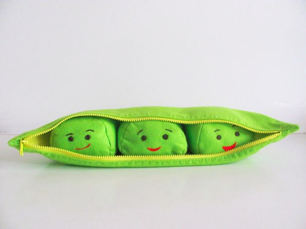 Kids Birthday Party -  This adorable little peas would make a perfect gift for a kid, or an original decoration for a cozy home– The peas in a Pod toy, baby, children gift idea, fun– a unique product by pupazzidigioia via en.dawanda.com