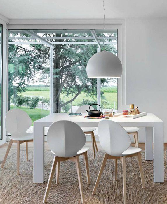 Calligaris : Chaise design Basil Calligaris #diningchairs #whitechair #Calligaris #whitelamp #diningtable