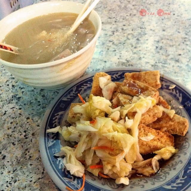 short introduction to swaggish taiwanese food 10 street foods you need to try in taiwan tamsui is famous throughout taiwan for its delicious snack food, and makes an easy day trip from taipei taichung is an excellent place to gorge on taiwanese food and the night markets offer a good introduction to the local specialities.