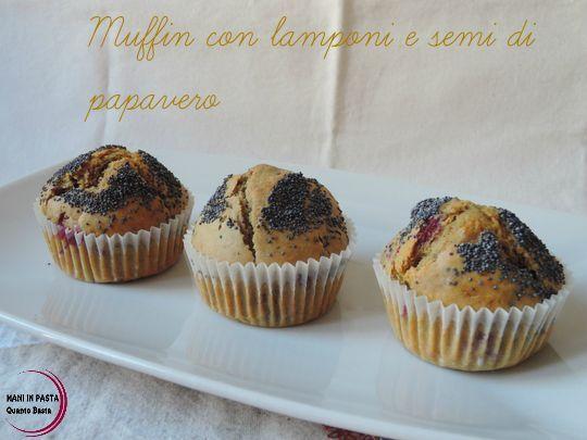 Muffin con lamponi e semi di papavero  http://maninpastaqb.blogspot.it/2015/09/muffin-con-lamponi-e-semi-di-papavero.html