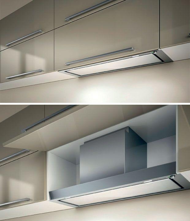Coifa embutida no armário fica escondida na cozinha