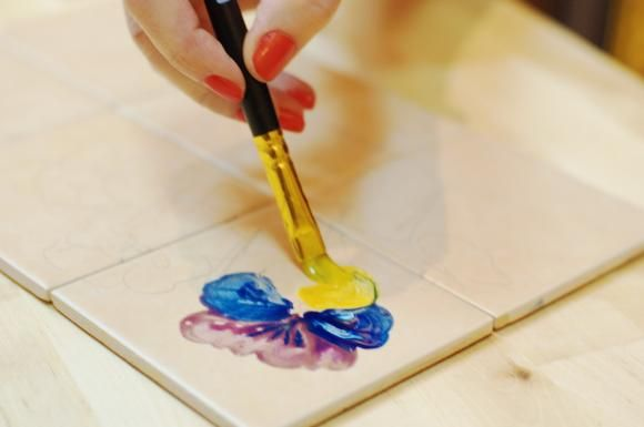 how to paint on ceramic tile, painting on ceramic,hand painting