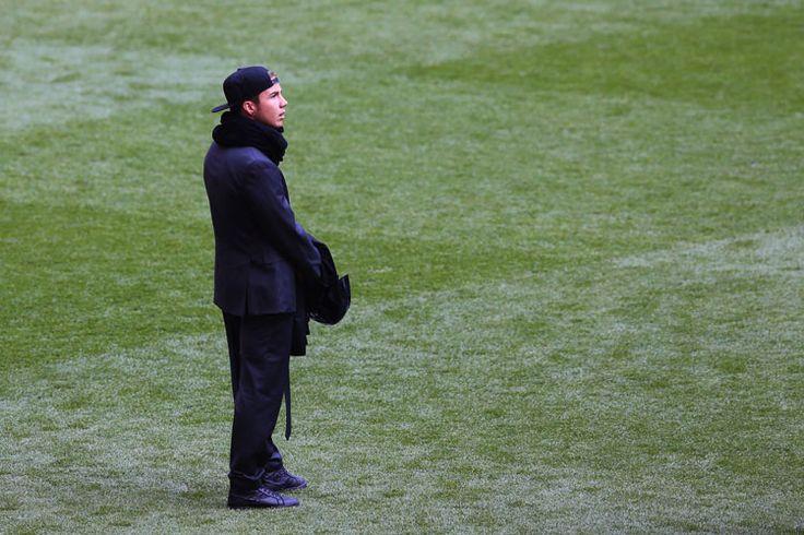 Mario Götze war vor dem Anpfiff recht einsam. Beim letzten Spiel für Dortmund vor seinem Wechsel zum Kontrahenten Bayern München musste das Supertalent verletzt zuschauen.
