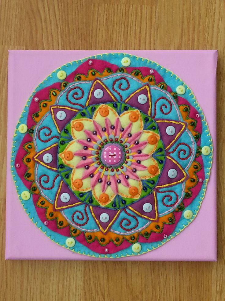 Sentí Mandala pared arte x por HeartsxFlowers en Etsy, £15,00