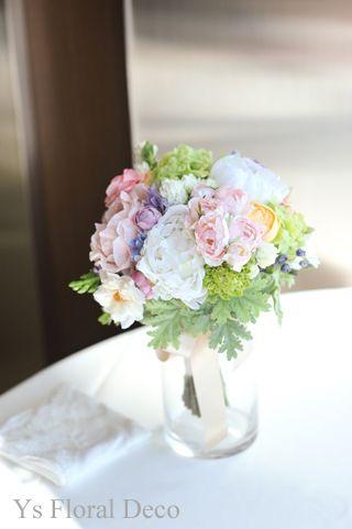 ミックスカラーのクラッチブーケ  アーティフィシャルフラワー @高輪教会&サンスエサブール ys floral deco